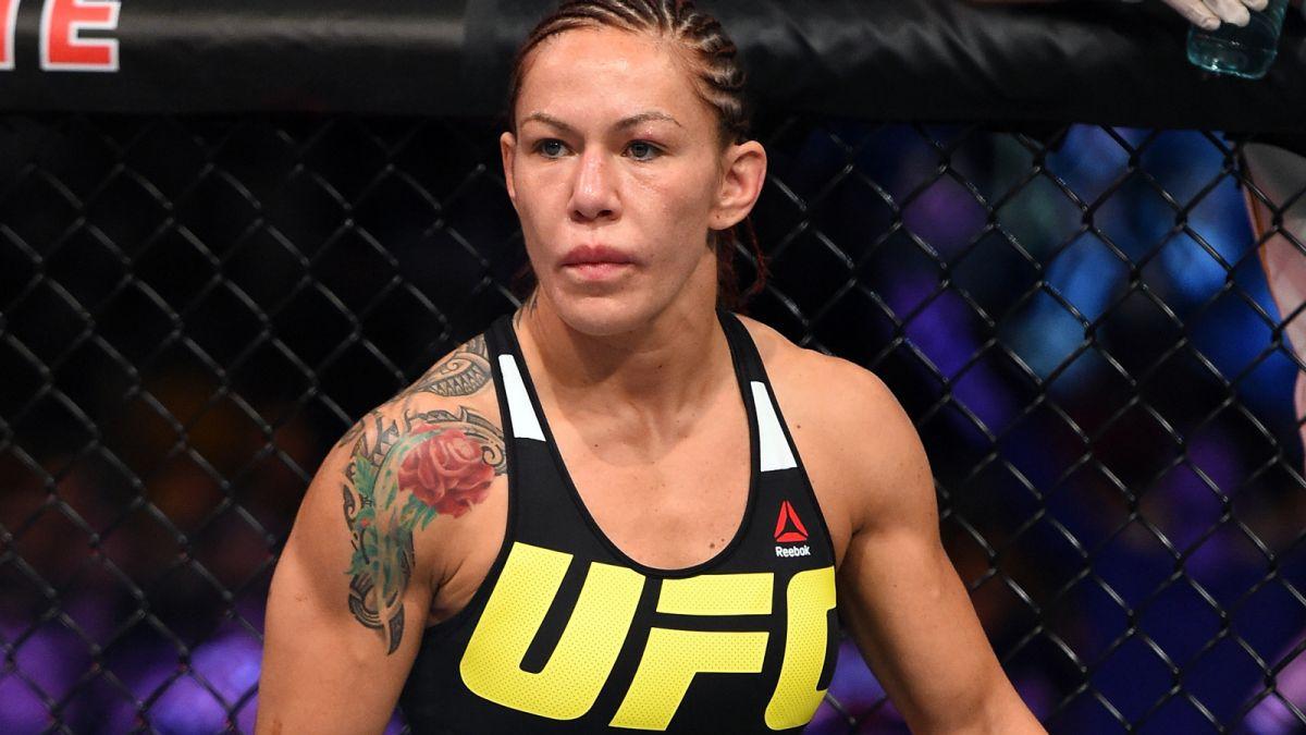 A agressão de Cris Cyborg sobre Angela Magaña — Vídeo
