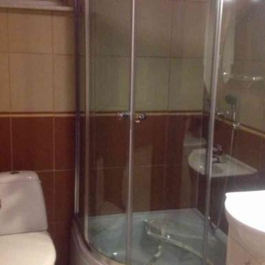 Łazienki wraz z wyposażeniem, ręcznikami i suszarką