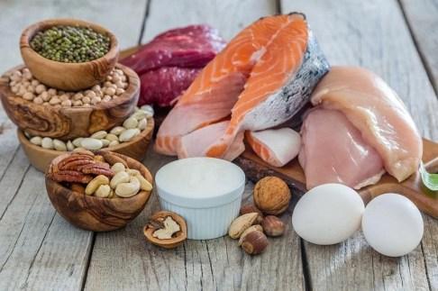 cuántas proteínas debe consumir un atleta