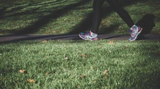 beneficios de correr o caminar