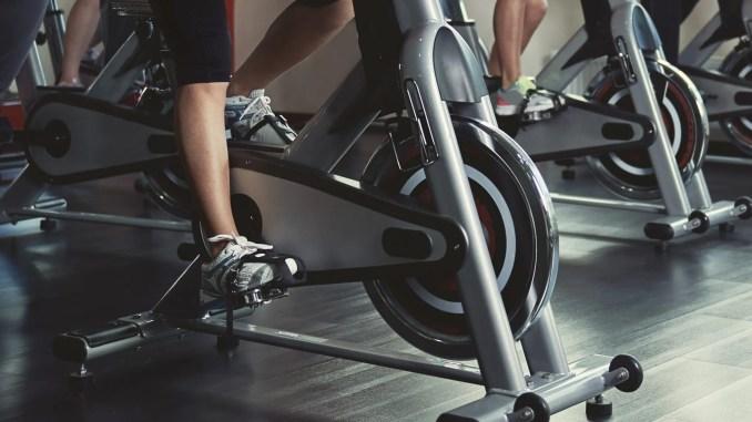 diferencias entre bicicletas estáticas y spinning