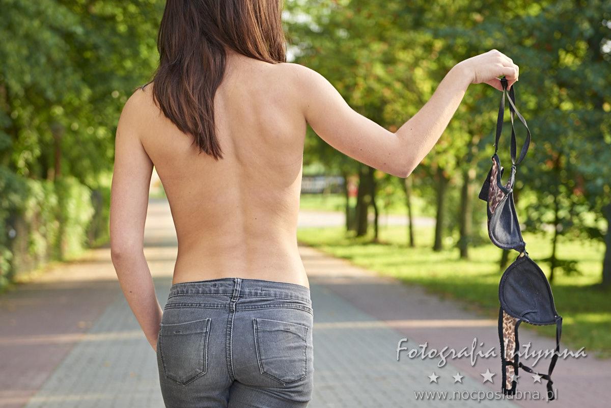 Akt kobiecy w plenerze