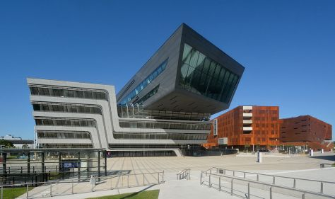 Library and Learning Center (left, architect: Zaha Hadid), Departement 1 and Teaching Center (right, architect: Laura Spinadel)