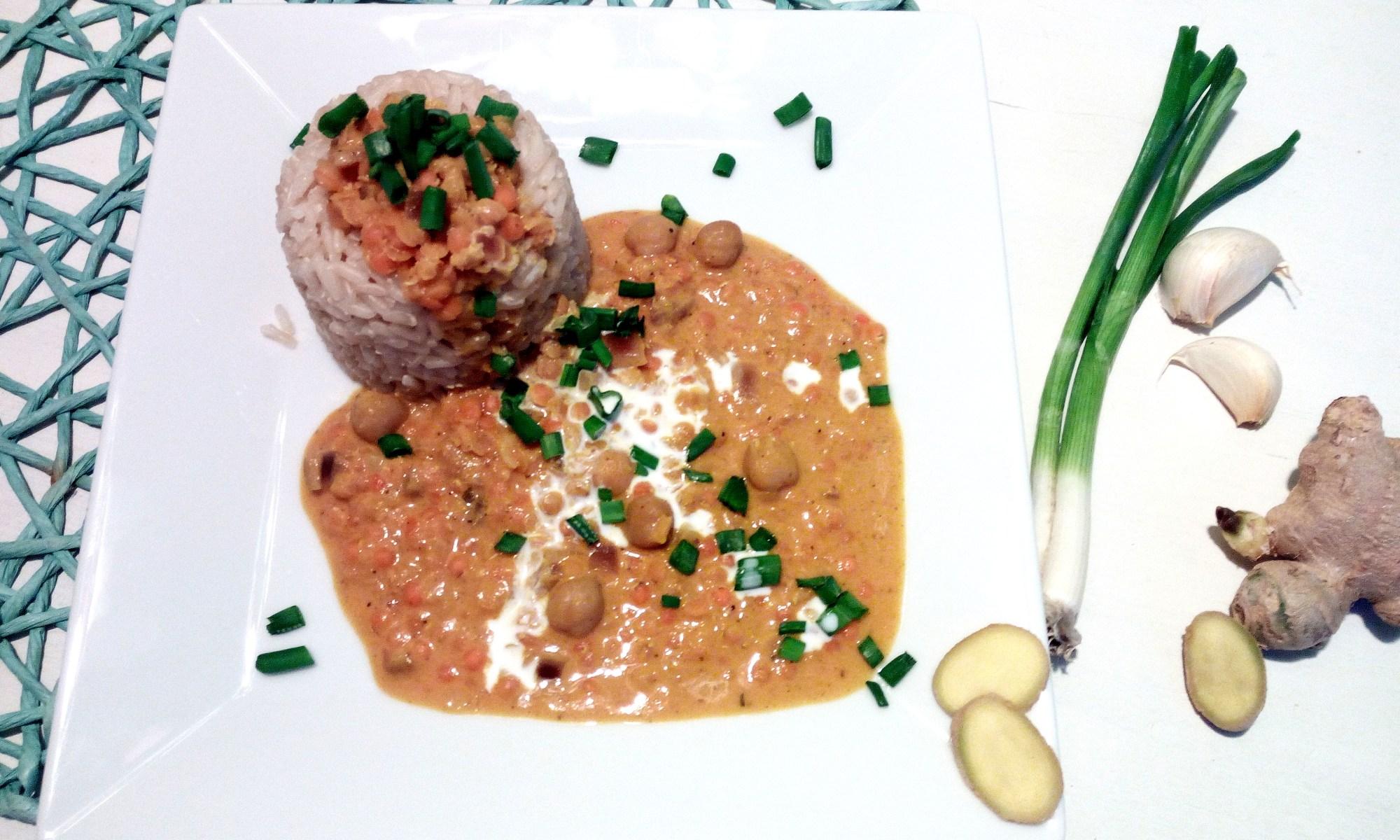 """Reis mit Kichererbsen-rote Linsen-Kokos-Curry-Soße - nennt sich """"Sun Down"""""""