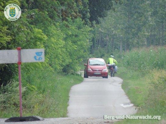 Wolfsthal: Hinweistafeln führten die Radfahrer in den Gegenverkehr   Foto: Berg-und-Naturwacht.org