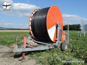 Feldgut: Wasserleitung auf Anhänger | Foto: NOE-Umweltwacht.org