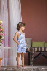 jongen-korte-salopette-blauw-wit-gestreept