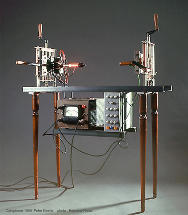 Peter Keen, Ricostruzione dell'Optofono di Raoul Hausmann, 1999 / Peter Keen, Reconstruction of Raoul Hausmann's Optophone, 1999