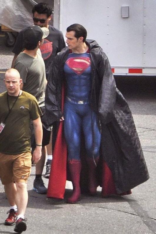 (Actualizado) Primeras fotos de Henry Cavill como Superman en el rodaje de 'Batman v Superman: Dawn of justice'