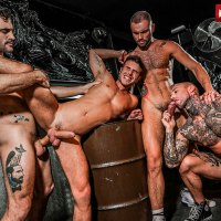Dylan James, Max Arion y Jeffrey Lloyd meten un gang bang a pelo a Allen King | Lucas Entertainment