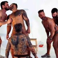 Viktor Rom machaca los culazos de Joe Gillis y Martin Mazza sin condón y Leo Grin y Santi Noguera se unen a la fiesta de pintores de brocha gorda