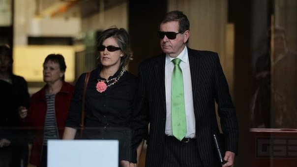 Peter Slipper accompanied by his wife. Photo: Kate Geraghty, Fairfax