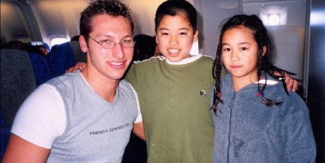 Ian Thorpe with young fans in 2006.