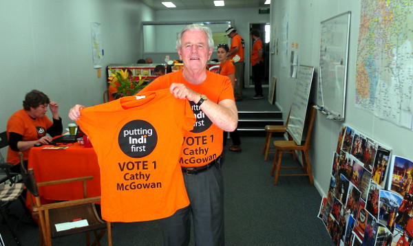 Ken Jasper, National Party stalwart, former  Murray Valley state MP of 34 years, joined the youth of Indi to campaign for McGowan. Photo: Wayne Jansson