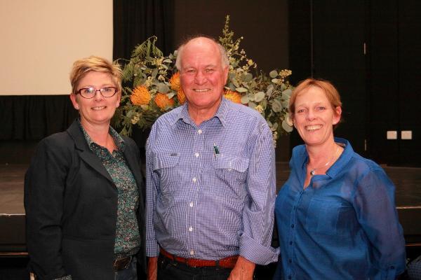Jennifer Podesta (ALP), Tony Windsor (former indipendent) and Jenny O'Connor (Greens)