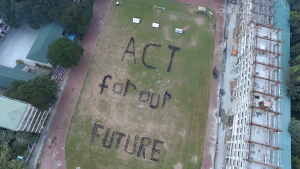 """Pasig City, Philippines asks world leaders to """"act for our future"""". Photo: 350.org"""