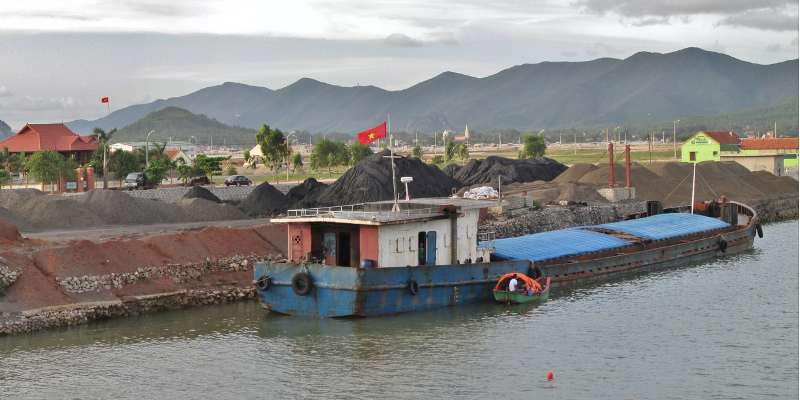 Photo: garycycles/flickr CC-by-2.0  Coal stockpiled at a river wharf, Viet Nam, Nghệ An, Hoàng Mai