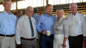 Despite the severity of the drought, Diamantina and Barcoo mayors Geoff Morton and Julie Groves were able to take home news of the promise of optic fibre for their communities after meeting with Prime Minister Tony Abbott and deputy PM Warren Truss in Longreach on Saturday.