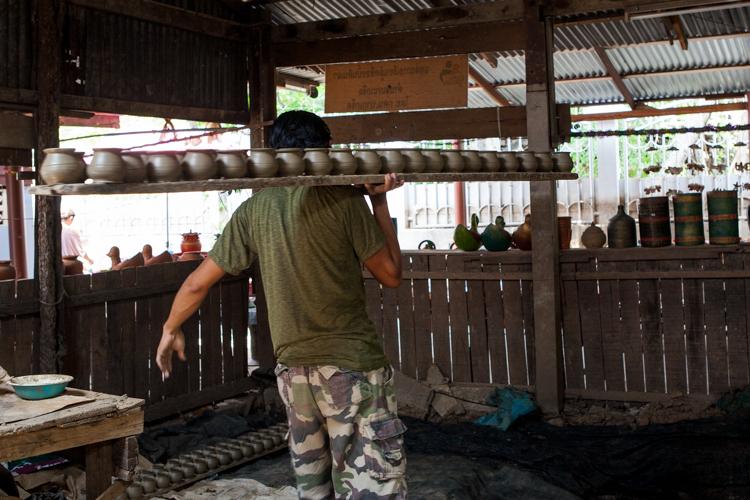 Koh Kret, Man carrying pottery