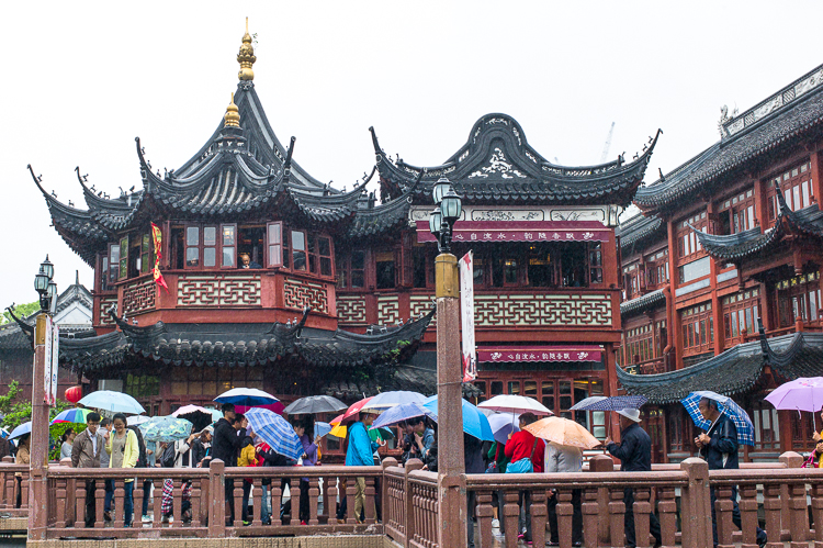 Yu Yuan, Jamie Chan, Leica, Shanghai, No Foreign Lands, spring airlines, baazar, architecture, rain, travel blog