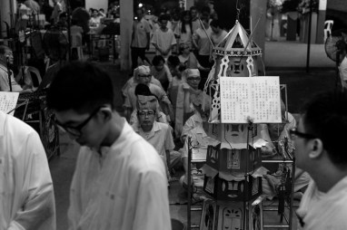 Chinese Funeral, Singapore, Traditions, Hooded women, Leica, Monochrome, Jamie Chan, Photography, Documentary, text