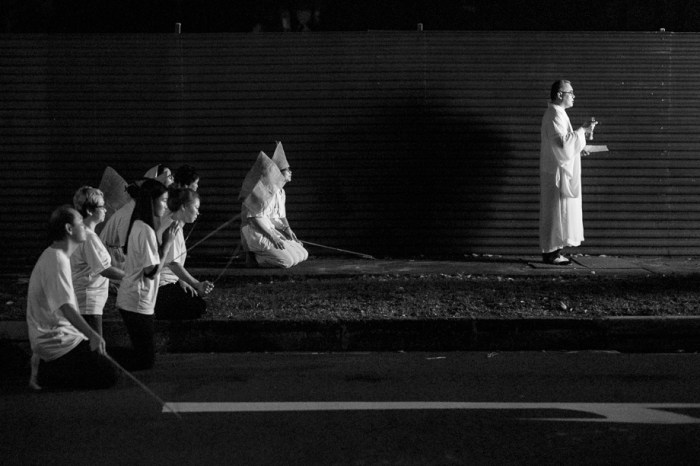Chinese Funeral, Singapore, Traditional, Leica, Jamie Chan, Hitting the ground with sticks