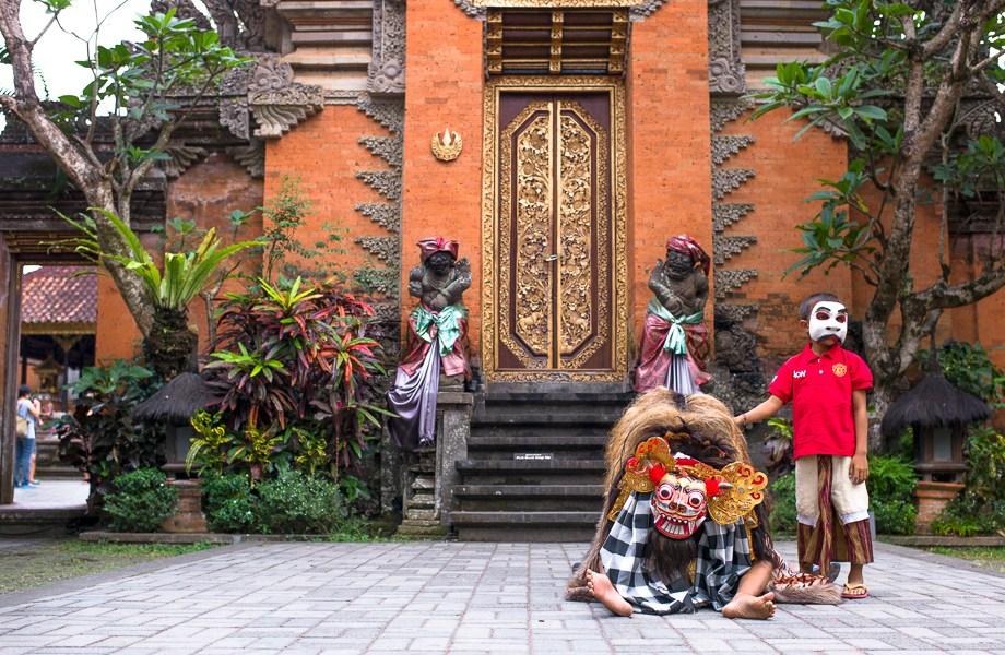 Barong Boys, Ubud, Bali, Jamie Chan, Leica, Travel, photography, Temple, Dance, Tradition, No Foreign Lands, dancers, Indonesia, Museum Puri Lukisan