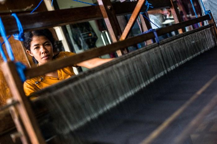 Bali, Indonesia, Jamie Chan, Woman weaving, Ubud, Leica, No Foreign Lands, Photography 35mm Summilux, Leica M-E