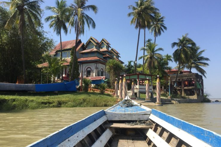 View of palm trees on Shampoo Island (Gaung Se Kyun) from wooden boat