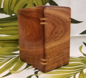 Koa urn with splines