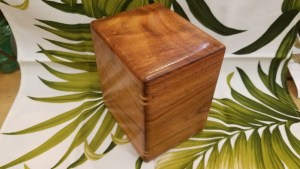 Koa urn with splines small