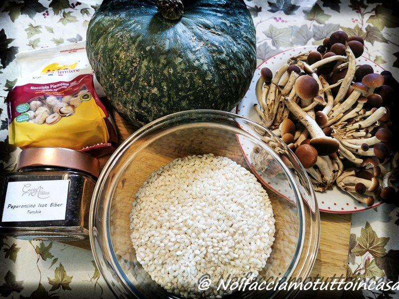 Ingredienti-risotto-crema-di-zucca-chiodini-e-nocciole-tostate