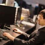 座りっぱなしの仕事で不安に?体への影響だけではない可能性