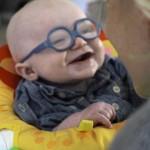 なんとも言えないリアクション!生まれてはじめてママの顔を見た赤ちゃん
