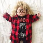 こんな格好にされているとはつゆ知らず…サイコーにかわいい赤ちゃんのコスプレ姿!