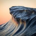 迫力満点の波の写真がまるで山岳のよう