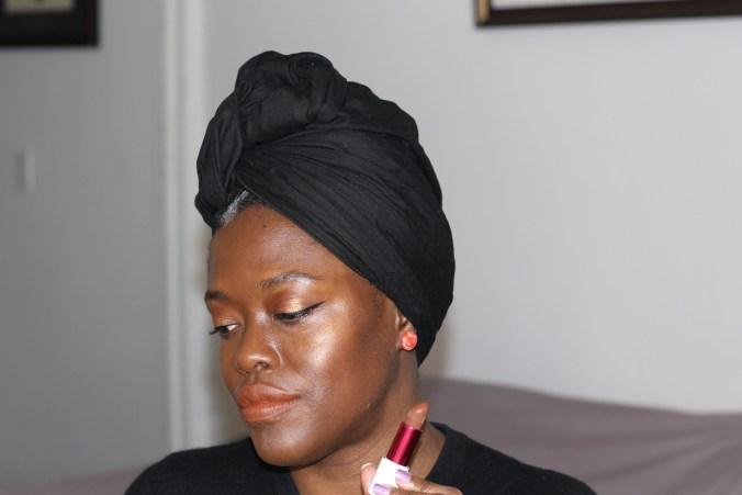UOMA Beauty - Foundation and Highlighter