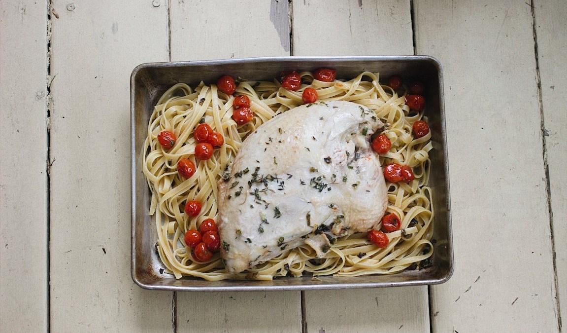 Dindon rôti au thym et à l'origan, fettucinis et tomates confites