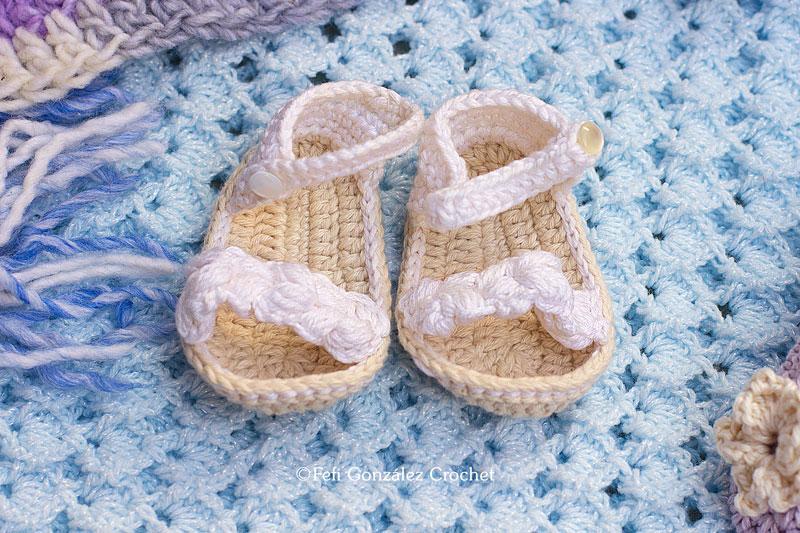 sandalias blancas realizadas por fefi gonzález crochet