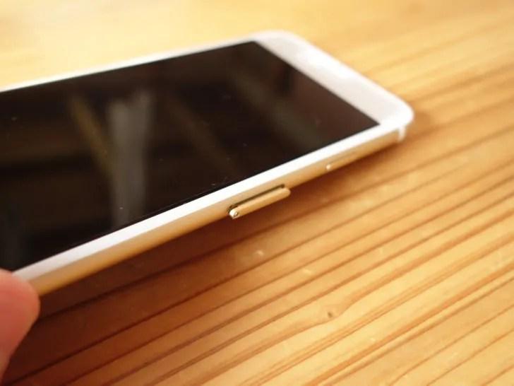 iPhone6のSIMカードを挿すところを開ける