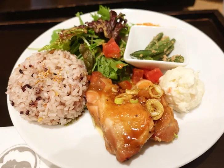 神戸マルイ SAJI 鶏肉ランチ