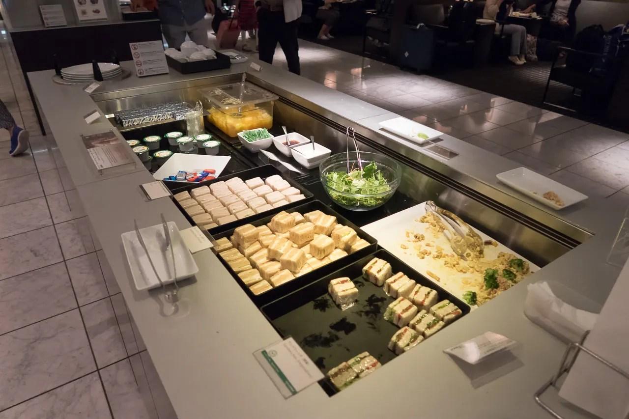 成田空港のANAラウンジ 食事できる