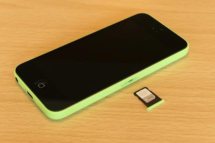 iPhone 5cとSIMカード
