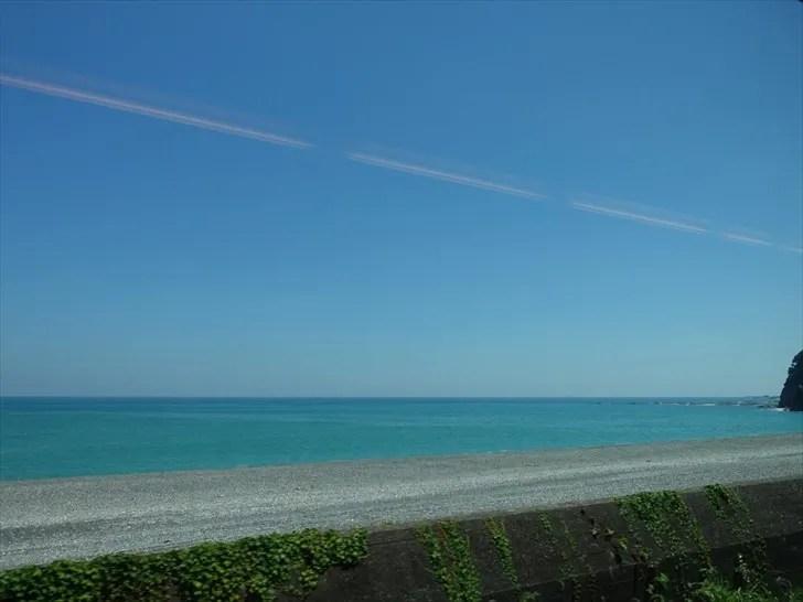 特急くろしおから見える海