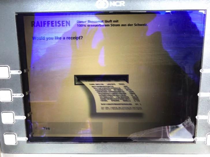スイスのATMで現金を引き出す手順