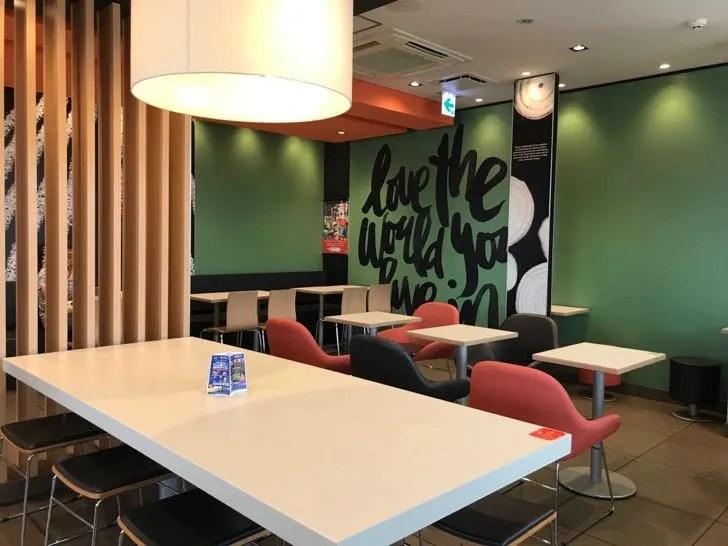 Mac Cafeが併設されたマクドナルドの店内