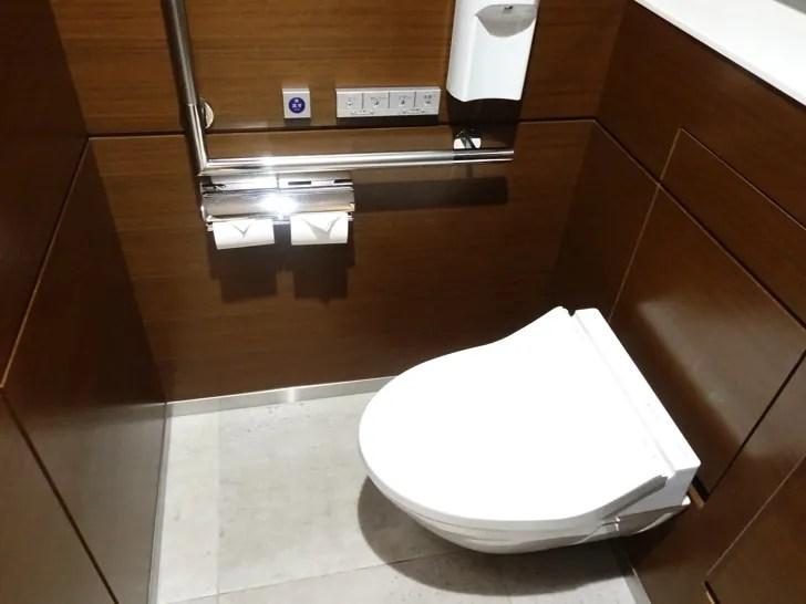 ビューゴールドラウンジ 男性トイレ