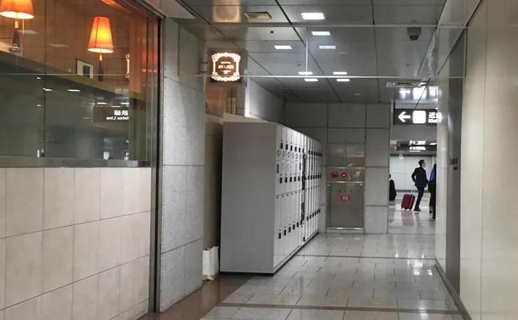 JR名古屋駅広小路口付近のコインロッカーへ向かう通路