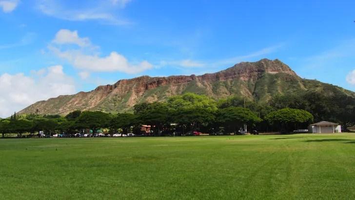 ハワイ・オアフ島にあるダイヤモンドヘッド(カピオラニ公園から見た景色)