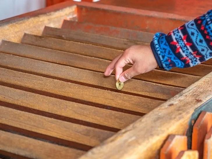 神社の参拝方法 - 賽銭を入れる